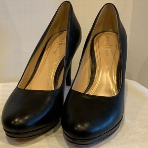 Rounded toe black cole Haan heels size 7.5